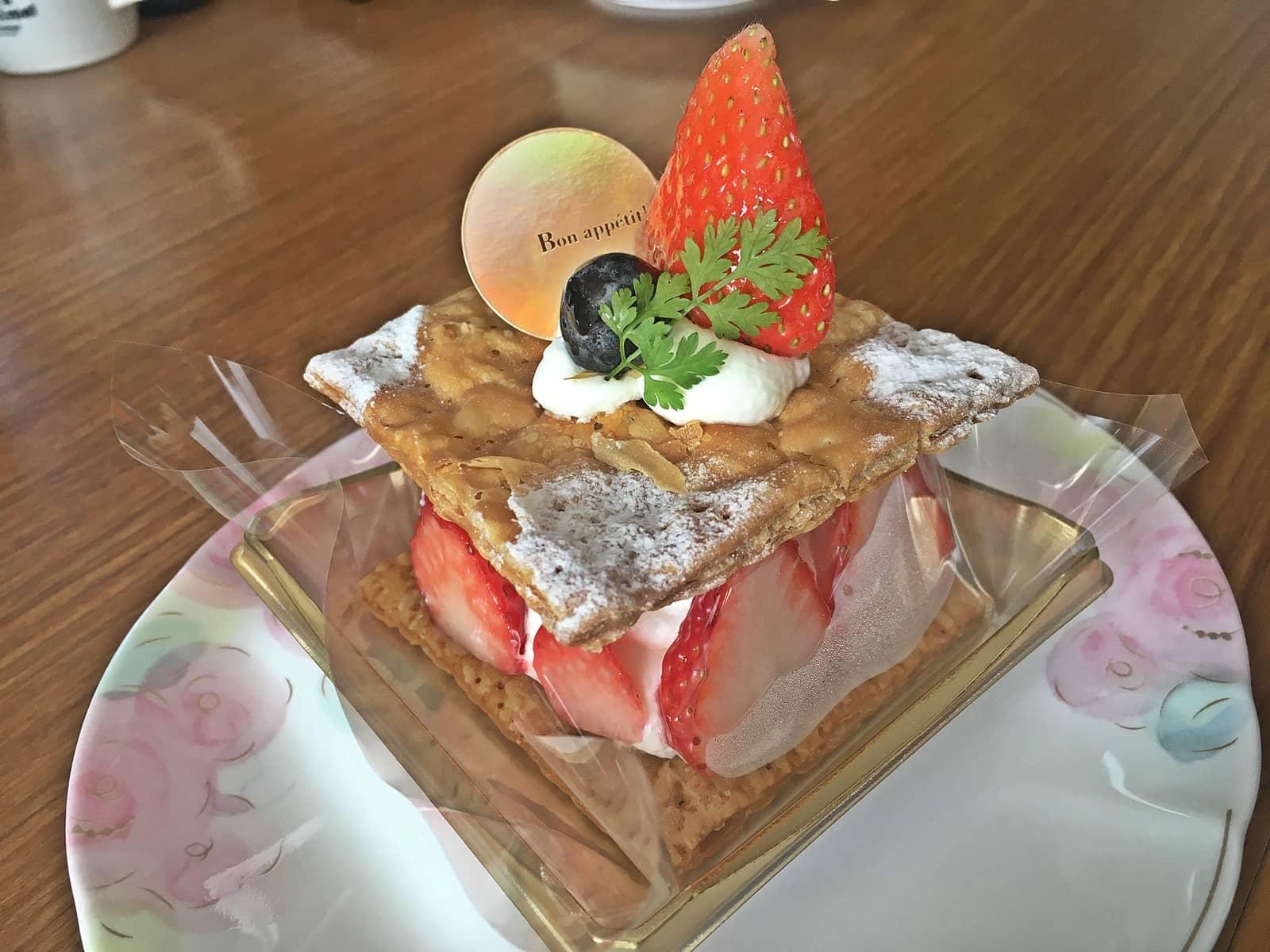シャトレーゼ バター香る苺のミルフィーユ