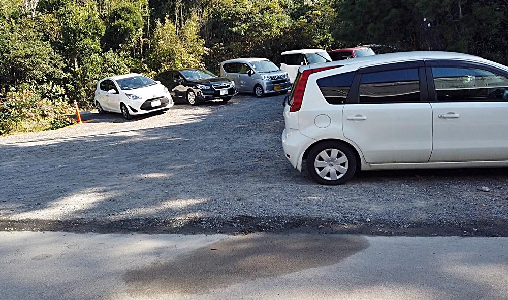 花房 駐車場