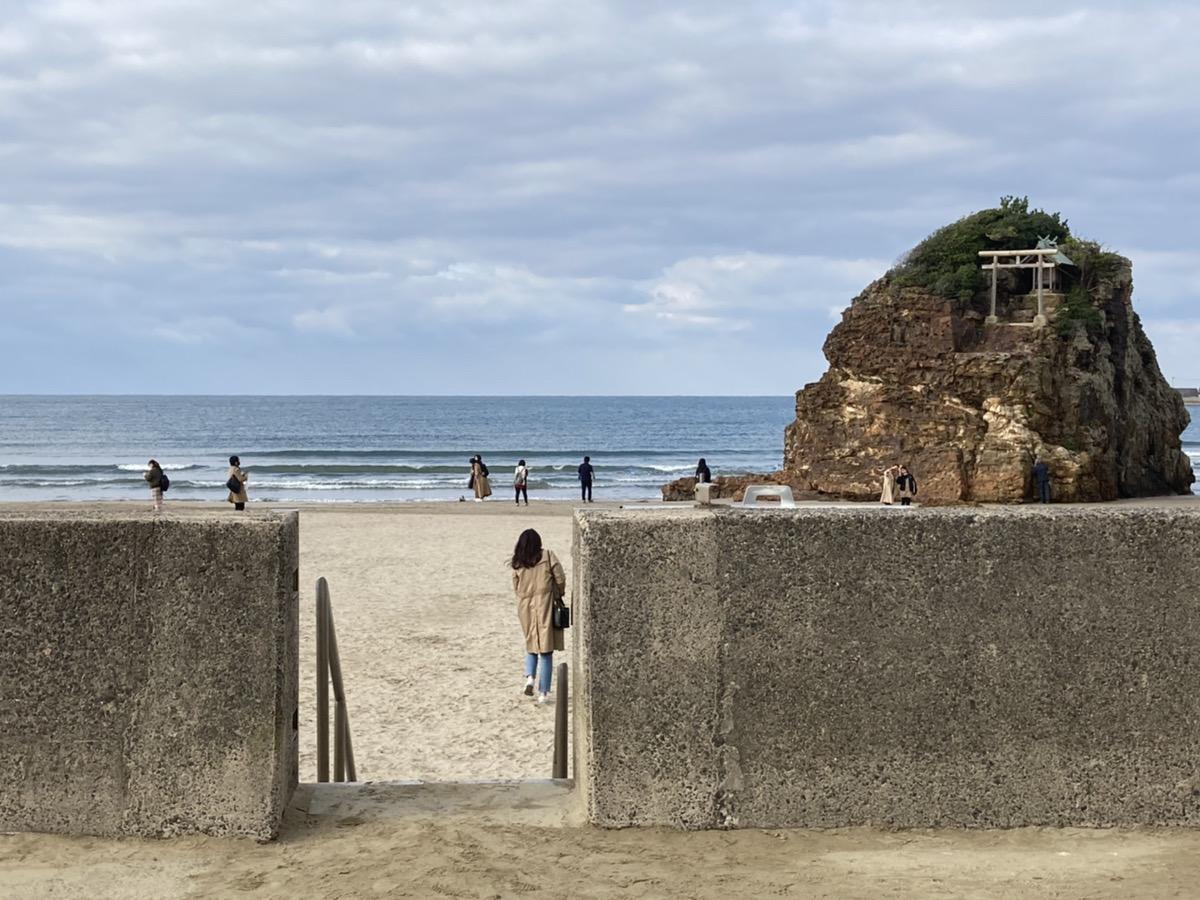 駐車場①の稲佐の浜への降り口